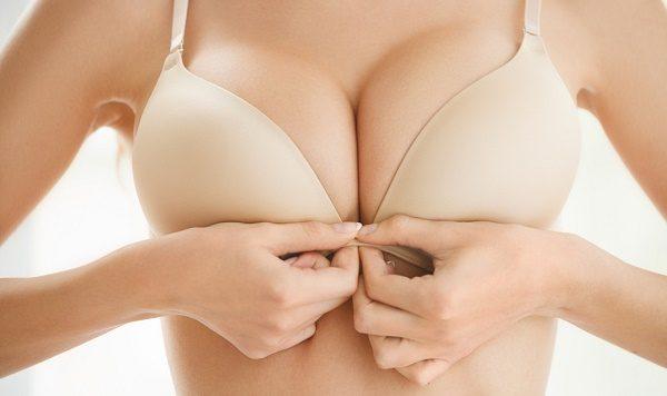 Chirurgia del lifting del seno: rischi