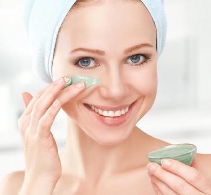 Argilla verde rimedio naturale conto i brufoli del viso