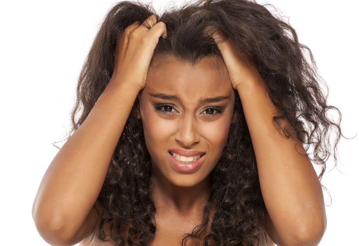 I capelli mi prudono e sto impazzendo: che cosa posso fare?