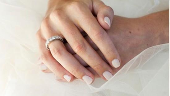 Smalti per unghie: che colore scegliere per il grande giorno?