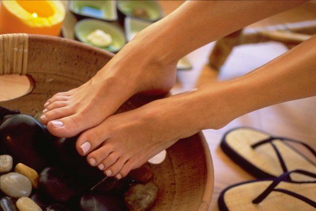 Come rimuovere il cattivo odore dei piedi