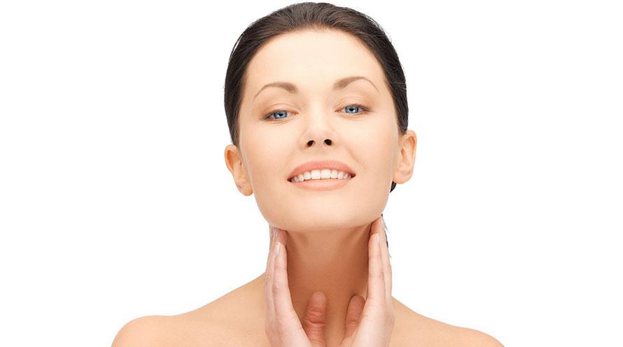 Come evitare le rughe del collo