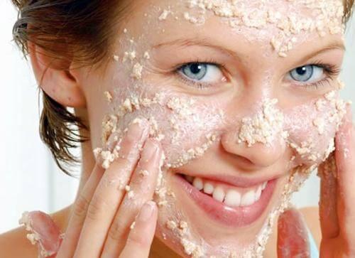 Maschera viso a base di avena e latte