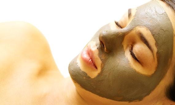 Maschera di argilla vulcanica per il viso