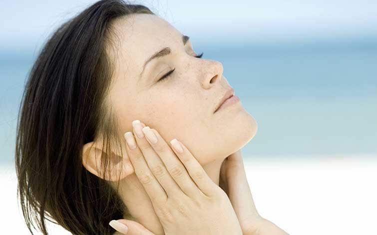 Acqua di mare per prevenire l'acne... e non solo