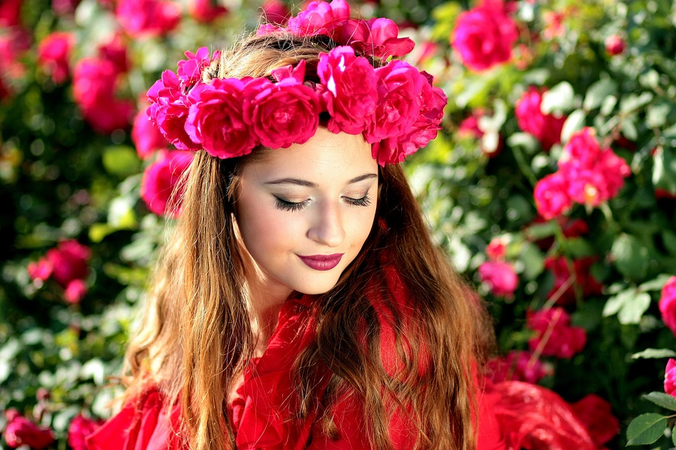 Acqua di rose per curare e idratare i capelli