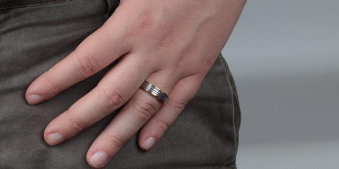 Hai sempre pensato che gli anelli fossero un gioiello riservato solo alle donne?