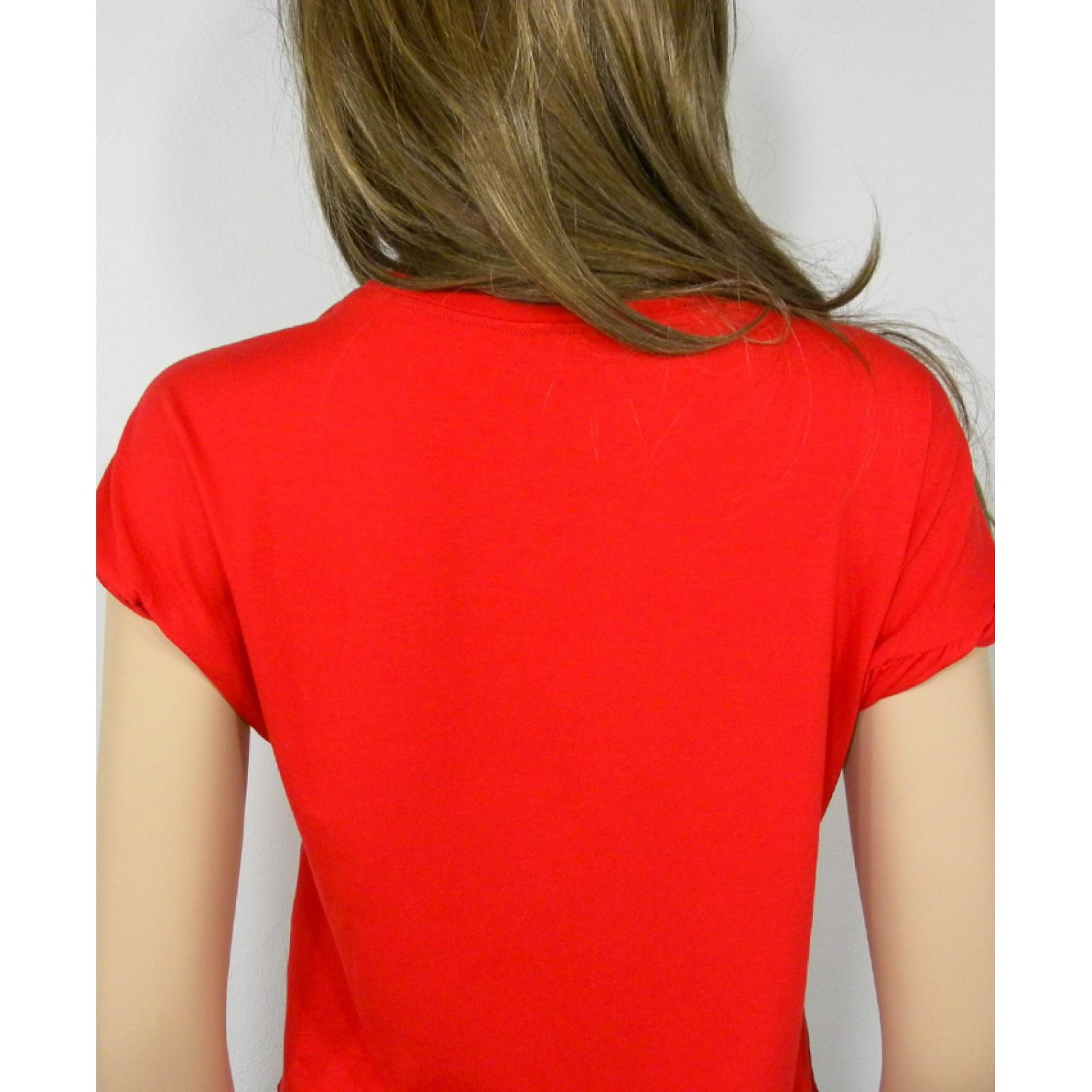 Togliendosi la maglietta: differenza tra uomo e donna
