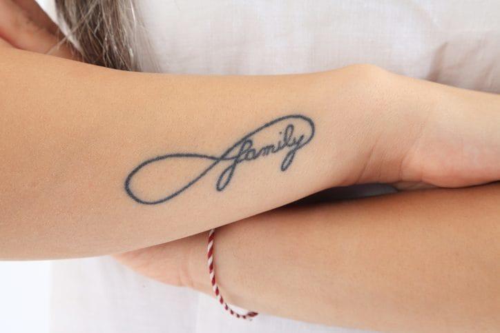 Il tatuaggio dell'infinito