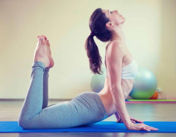 Esercizi di yoga al risveglio