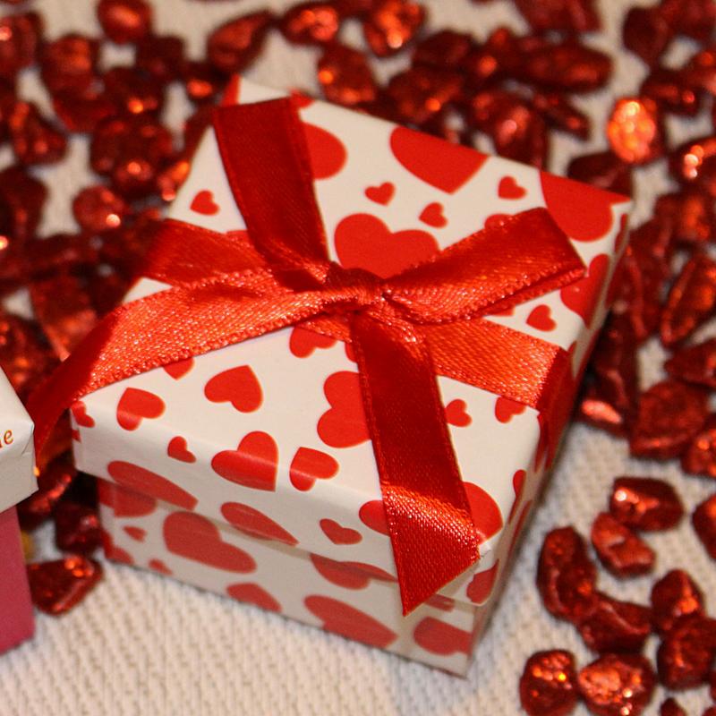 Che cosa regalare a Natale alle sorelle e alle amiche?