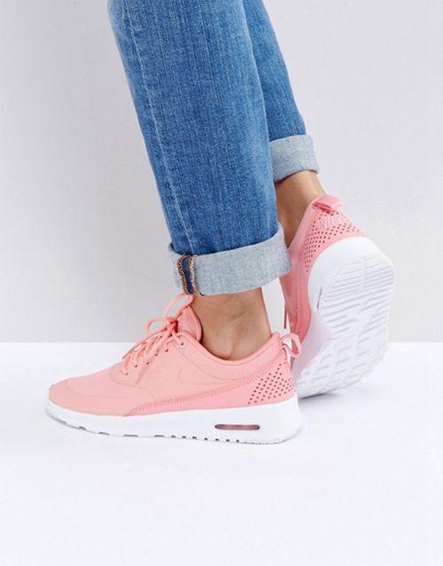 Come indossare scarpe da ginnastica rosa