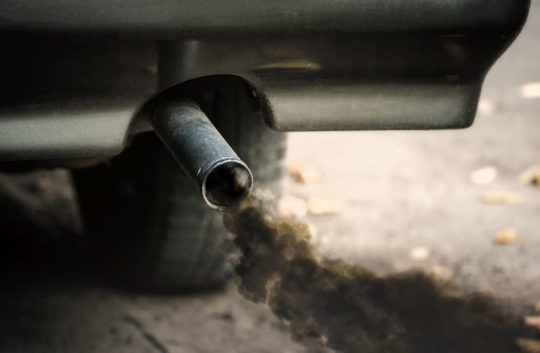 Perché la mia macchina emette fumo nero