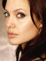 Angelina Jolie: attesa la sua biografia