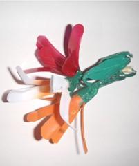 Decorazioni in materiali riciclati: i fiori di plastica