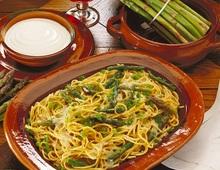 spaghetti con asparagi e gamberi