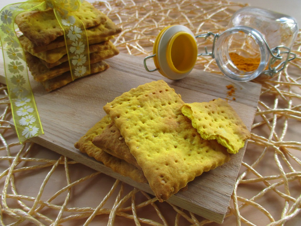 Crackers curcuma e semi di papavero