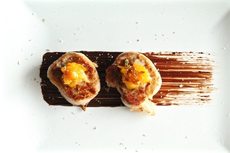 Focaccine di chutney di uovo e mango