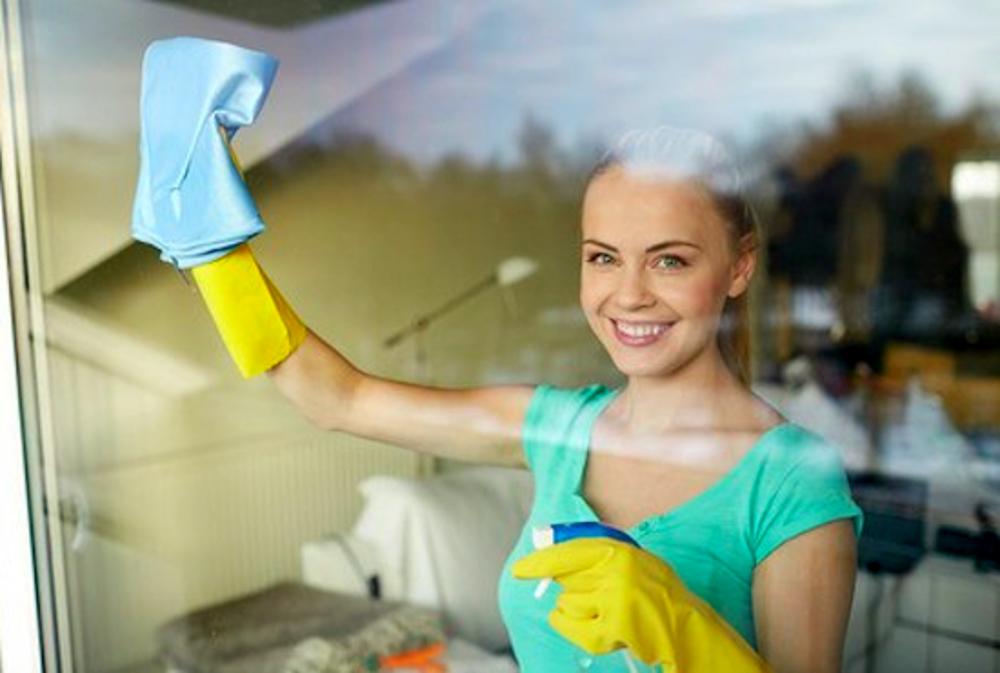 Lavare i vetri con prodotti naturali