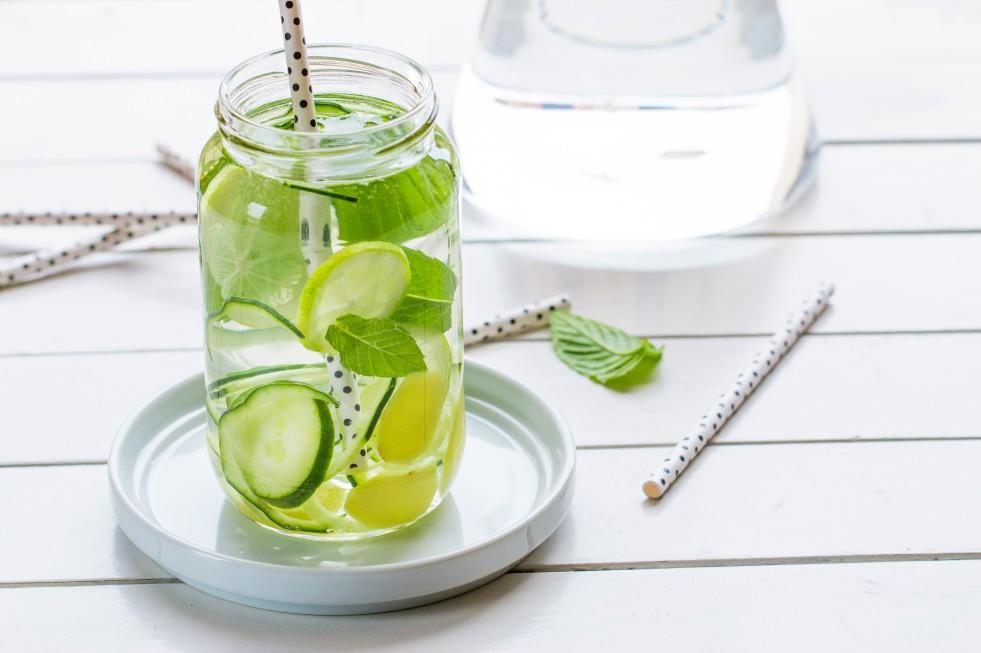 Succo di cetriolo e succo di limone per la notte