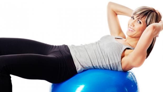 Benefici degli esercizi con la palla medicinale per l'addome