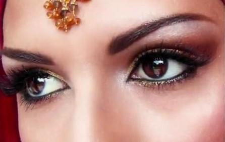 Il trucco perfetto per gli occhi castani