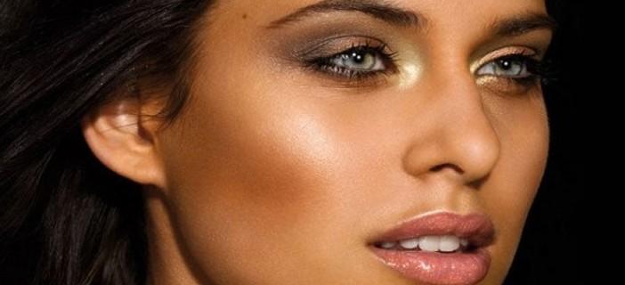 Trucco giorno per donne con la pelle bruna
