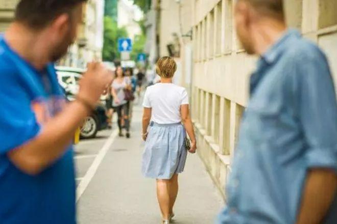 L'84% delle donne è vittima di catcalling: ecco le parole della violenza di genere da evitare