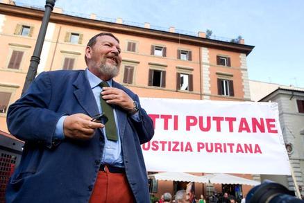 Ferrara per Berlusconi: tra rossetto e belle parole