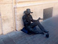 Mimo: un lavoro difficile per intrattenere la gente in strada