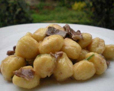 Gnocchi di patate con crema al formaggio e porcini