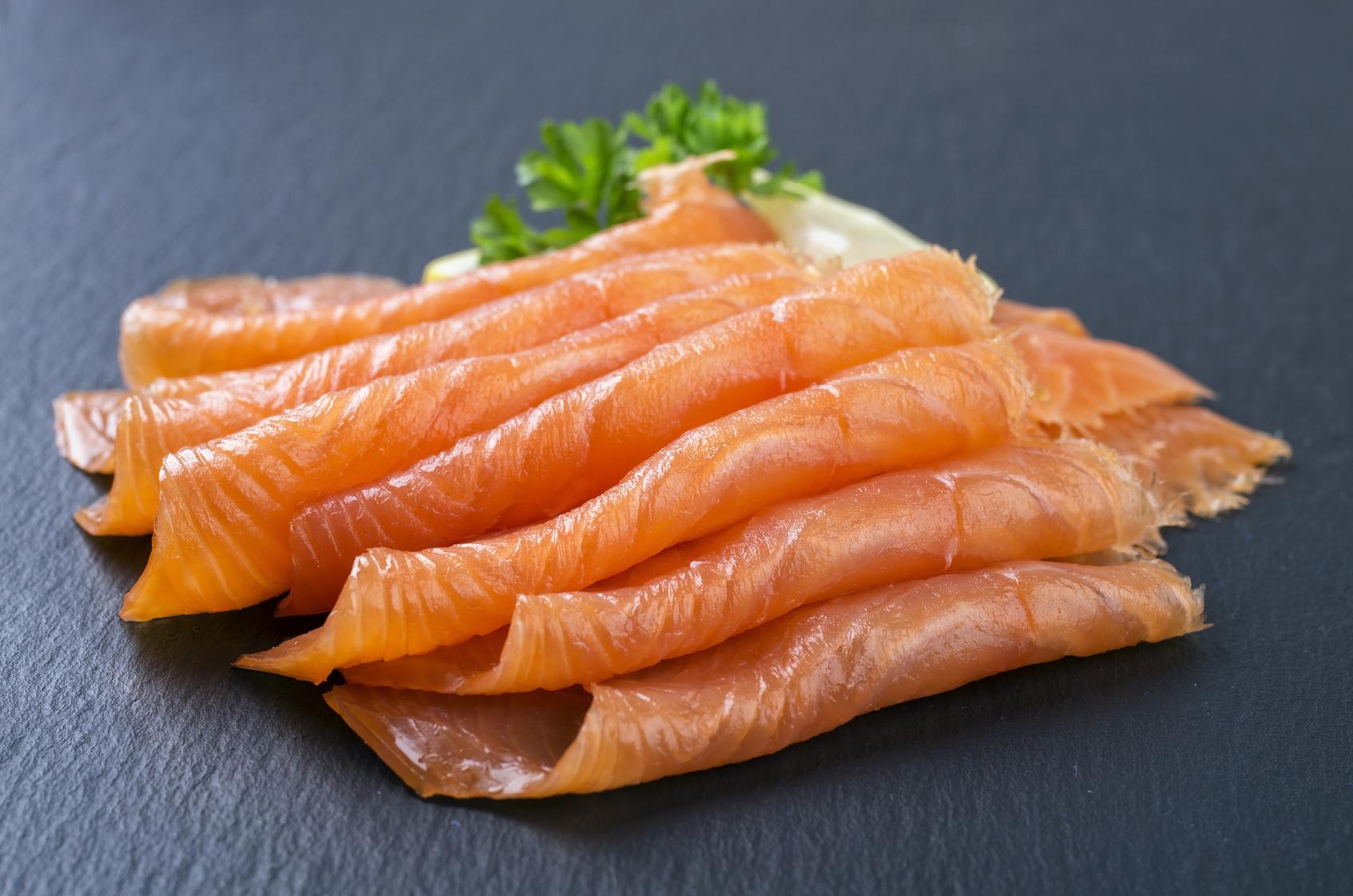 Come fare il salmone affumicato