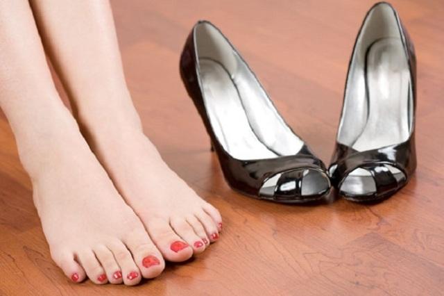 Come eliminare il cattivo odore delle scarpe
