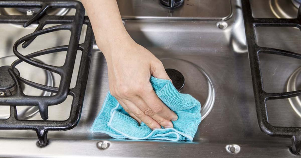 Come rimuovere lo sporco dal fornello senza prodotti chimici